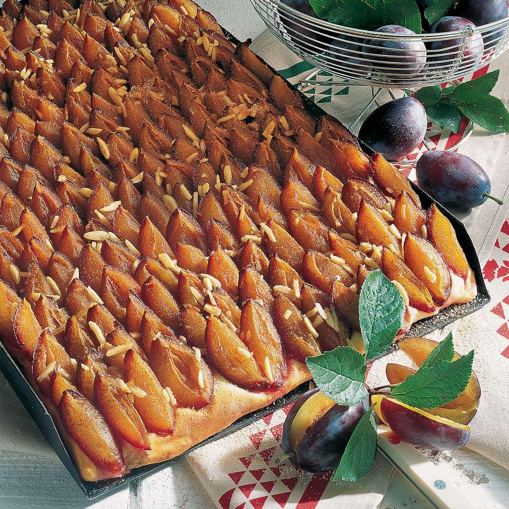 Prăjitură de casă cu prune