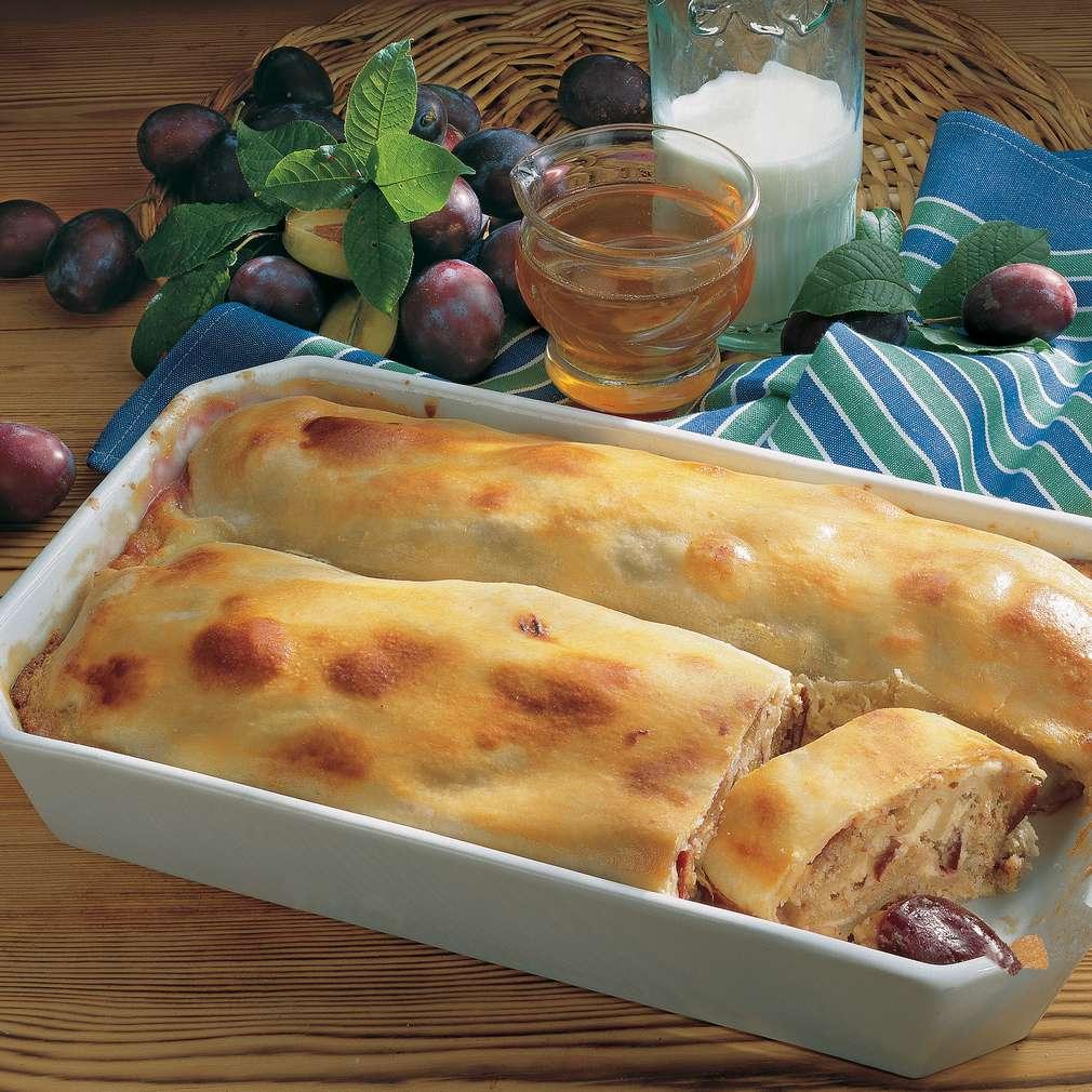 Plăcintă cu brânză de vaci și prune
