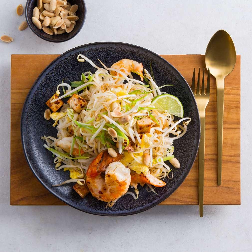 Изобразяване на рецептата Пад Тай с тофу и скариди