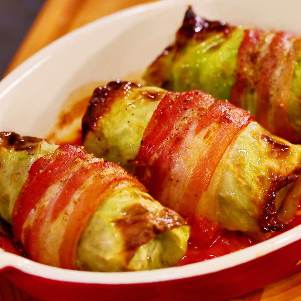 Zobrazit Zelné závitky se slaninou a tomaty receptů