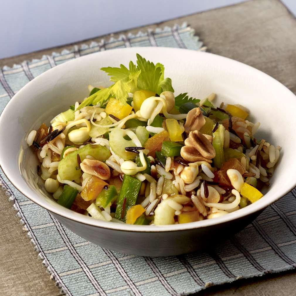 Salată cu orez sălbatic dulce-acrișoară
