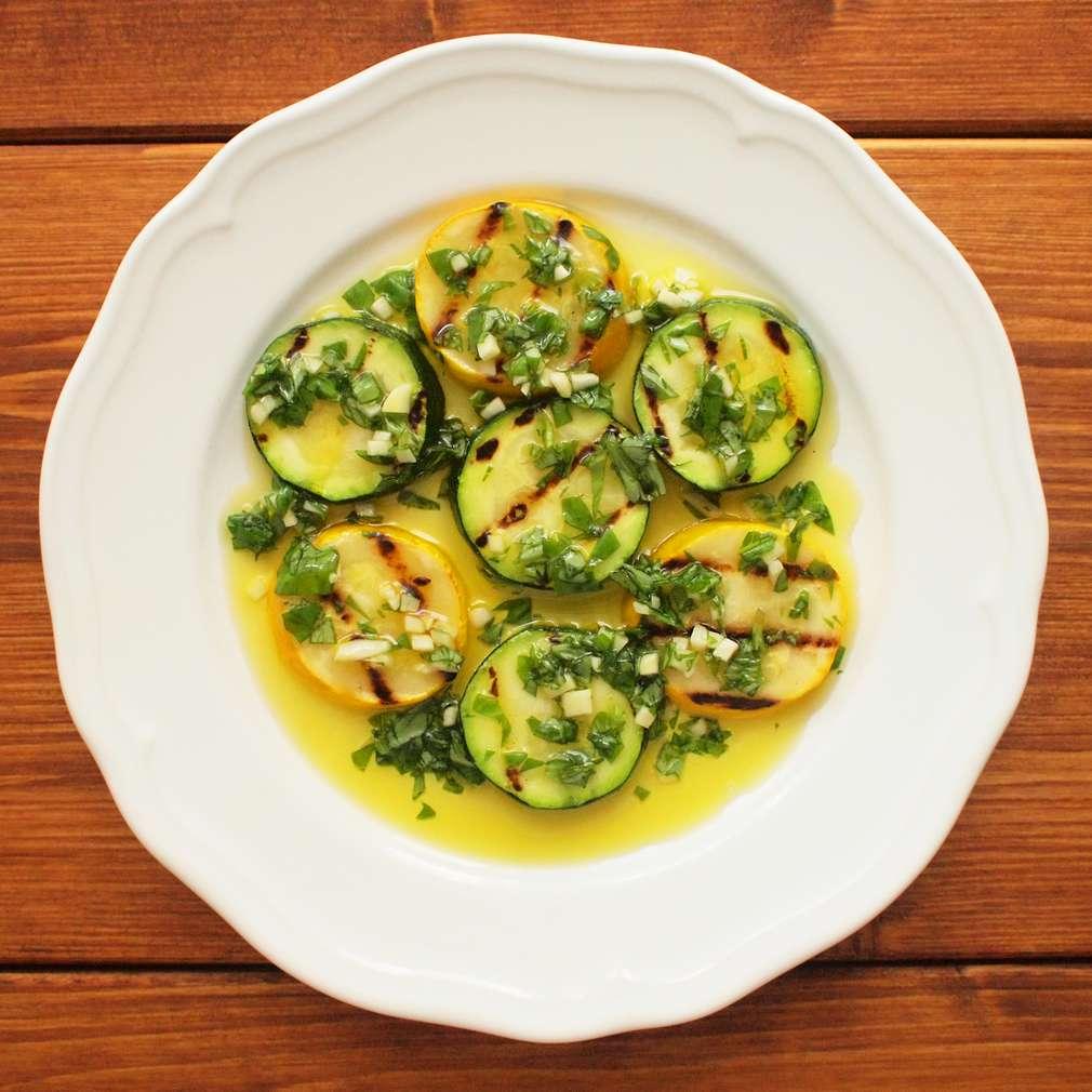 Zobrazit Grilovaná cuketa s bylinkovou zálivkou receptů