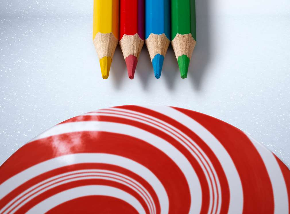 čtyři barevné pastelky