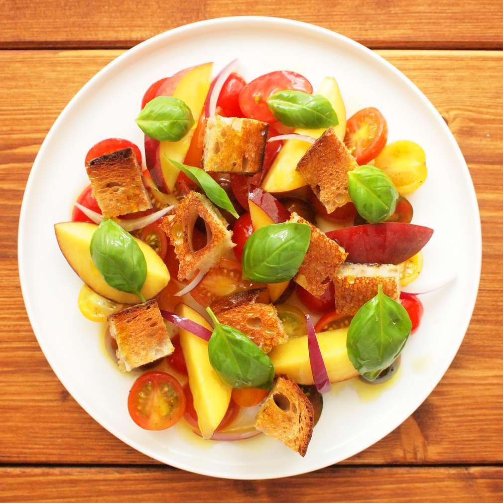 Zobrazit Rajský salát s nektarinkami receptů