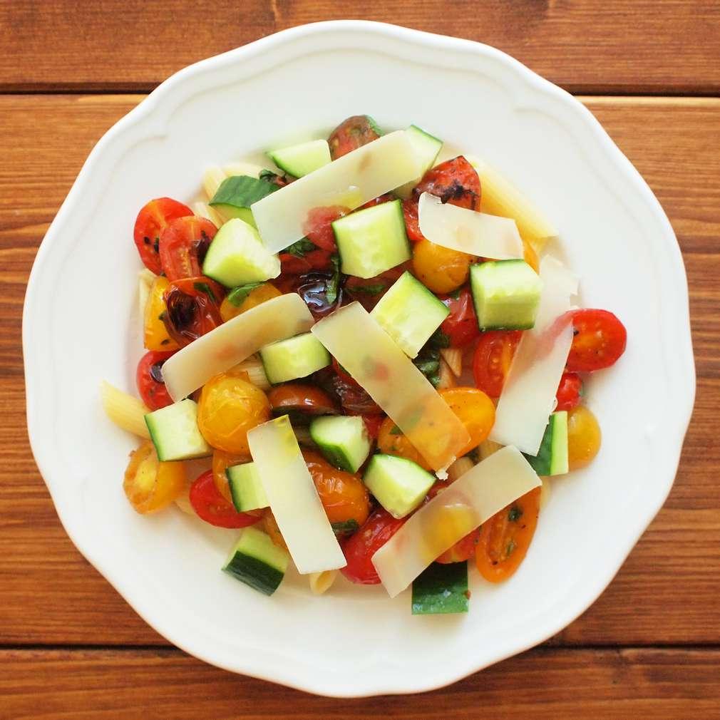 Zobrazit Těstovinový salát s rajčaty receptů