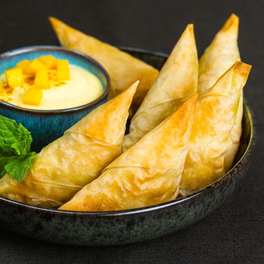 Imaginea rețetei Pateuri samosa cu mango și cocos