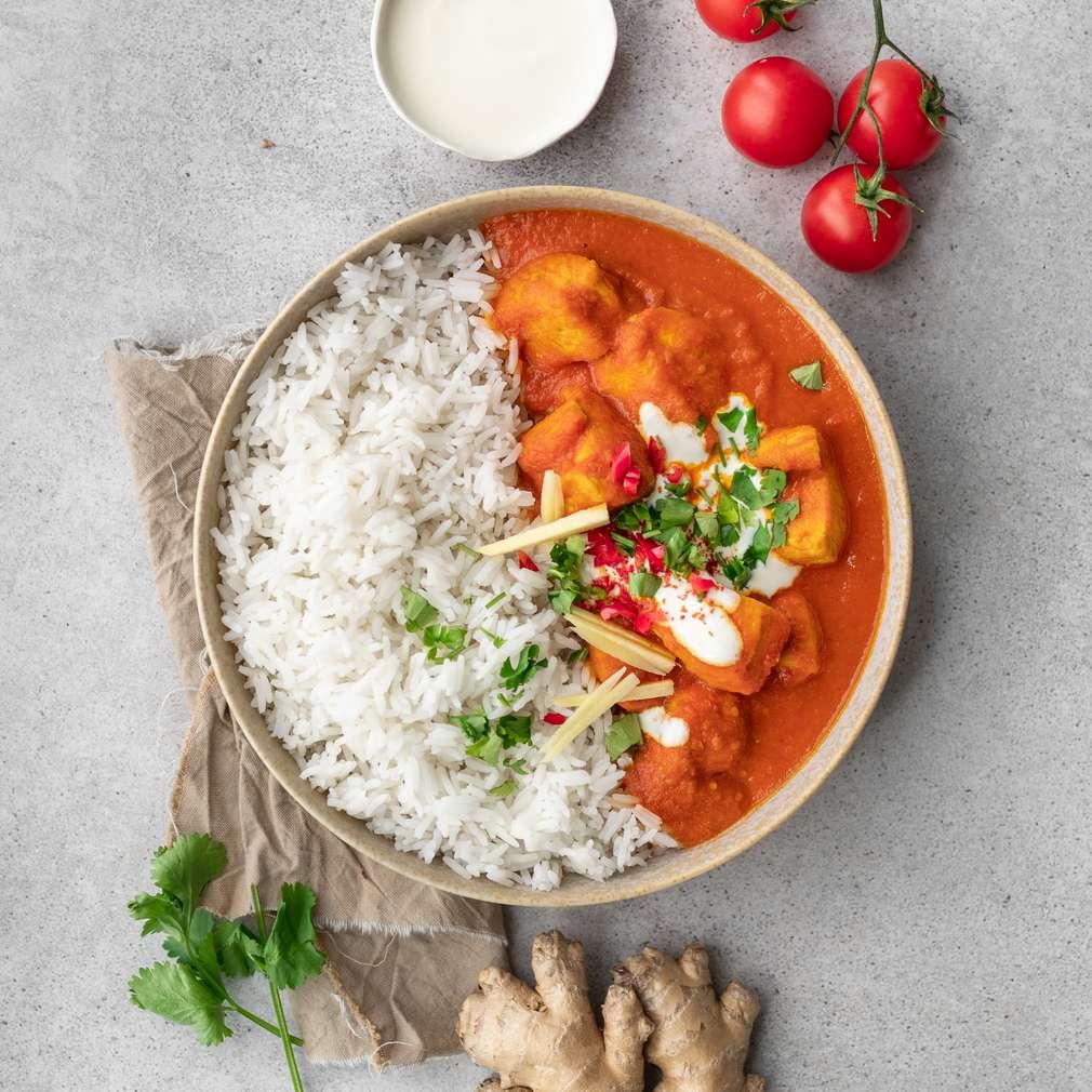 Zobrazit Krůtí maso v rajčatové kari omáčce s rýží receptů
