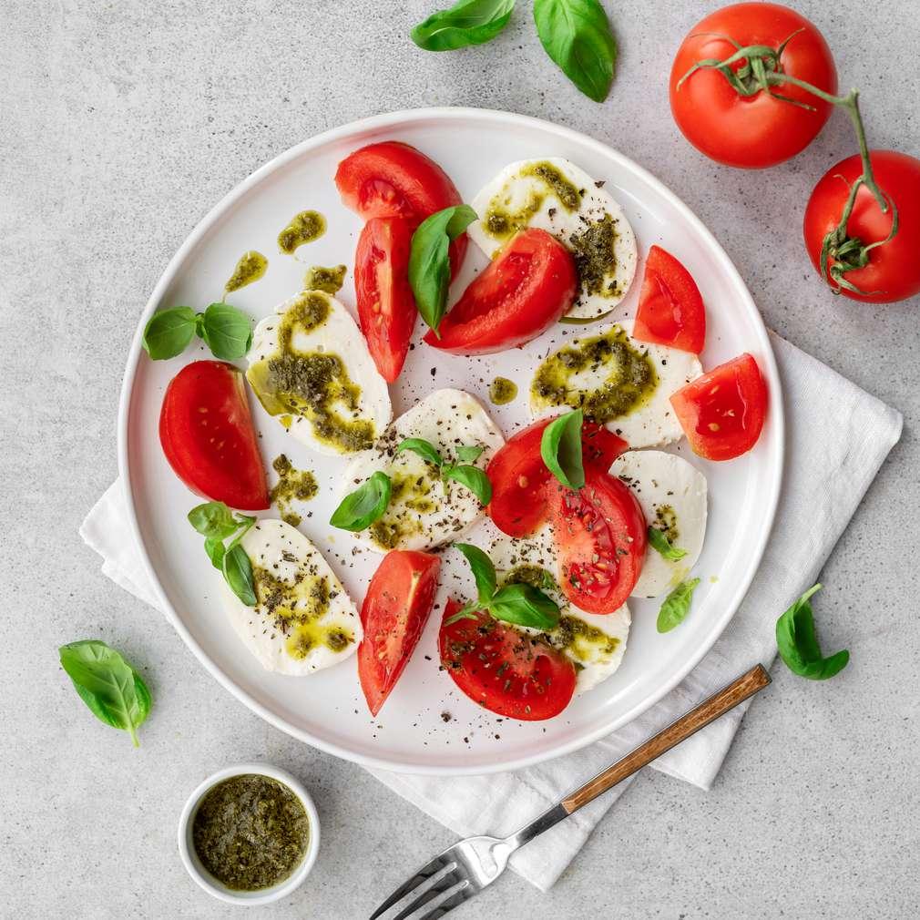 Zobrazit Salát Caprese s bazalkovým pestem receptů