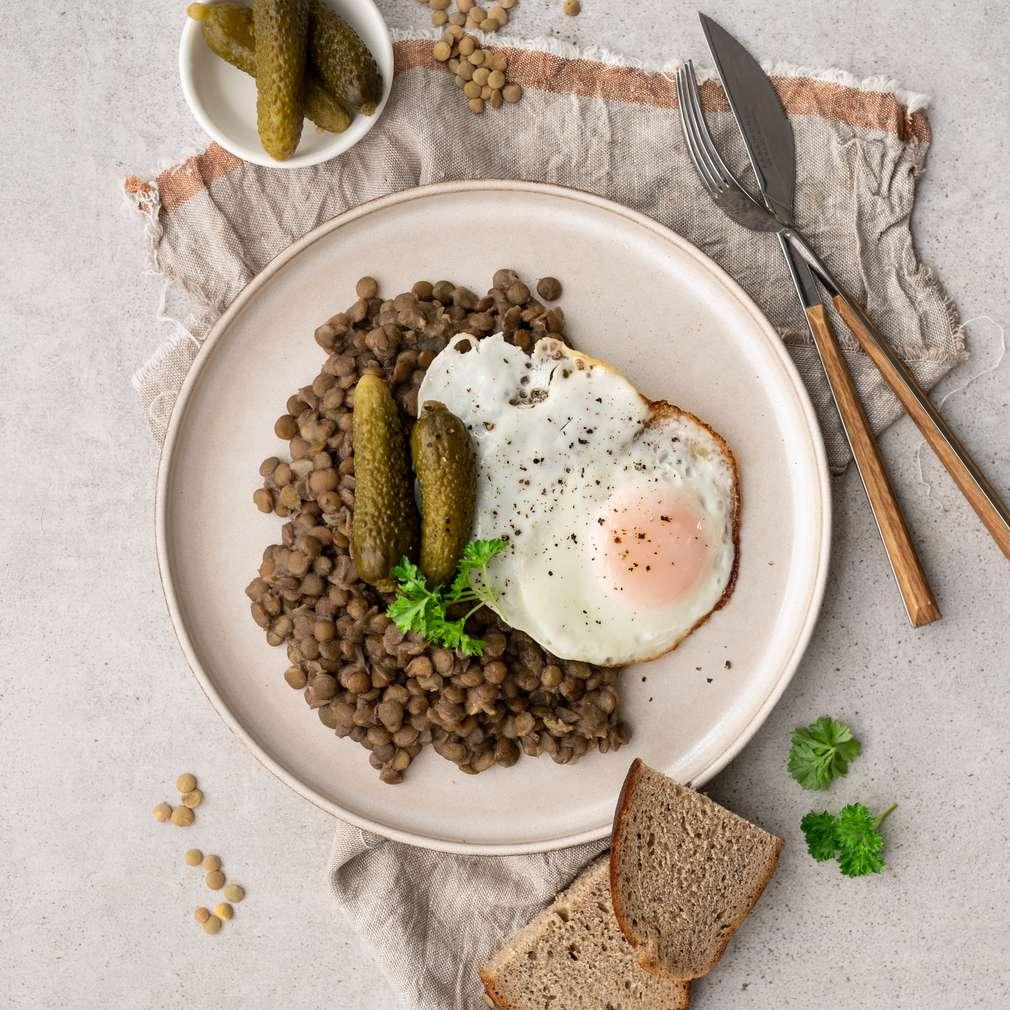 Zobrazit Čočka s vejcem a okurkou receptů