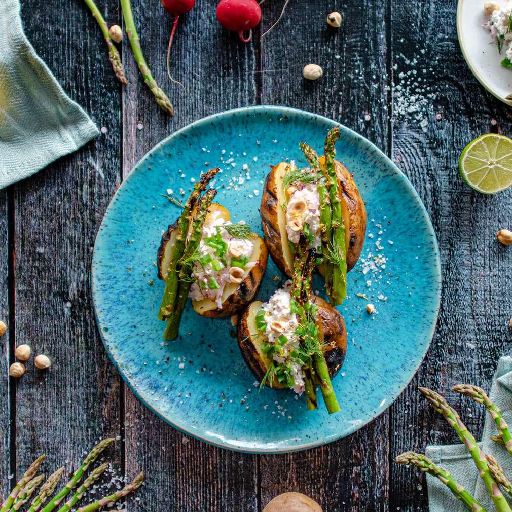 Zdjęcie przepisu Grillowane młode ziemniaki ze szparagami i gzikiem
