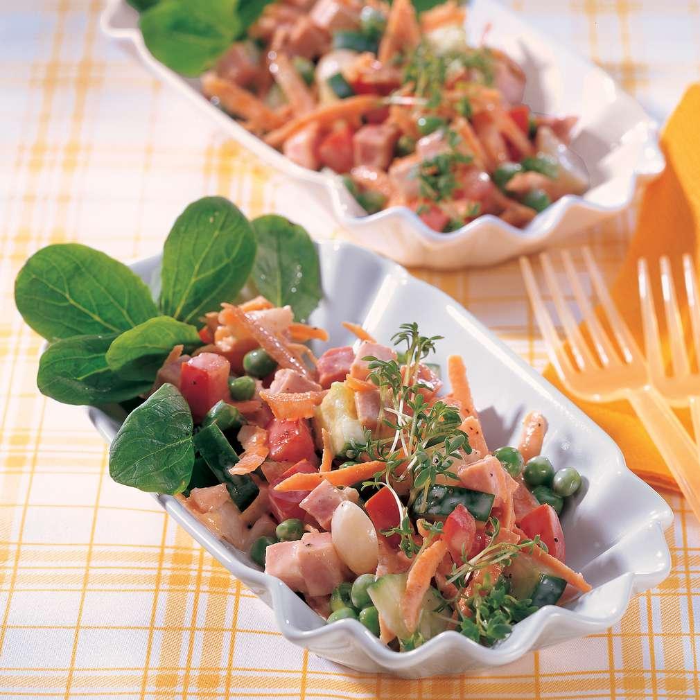 Imaginea rețetei Salată colorată cu șuncă și legume