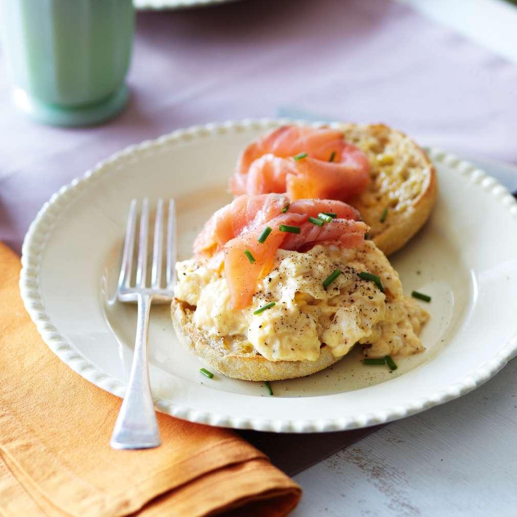 Ouă jumări cu somon afumat