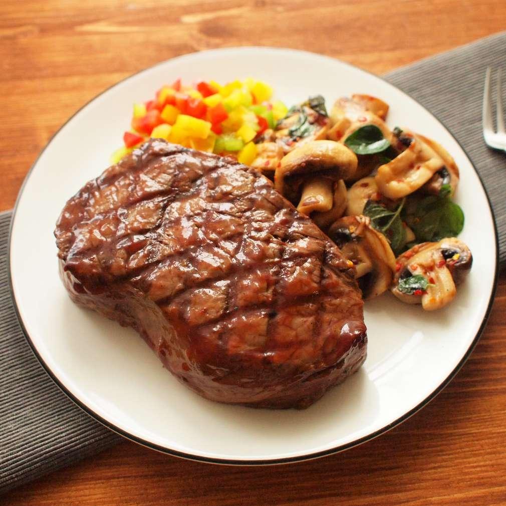Zobrazit Grilovaný hovězí steak se žampiony receptů