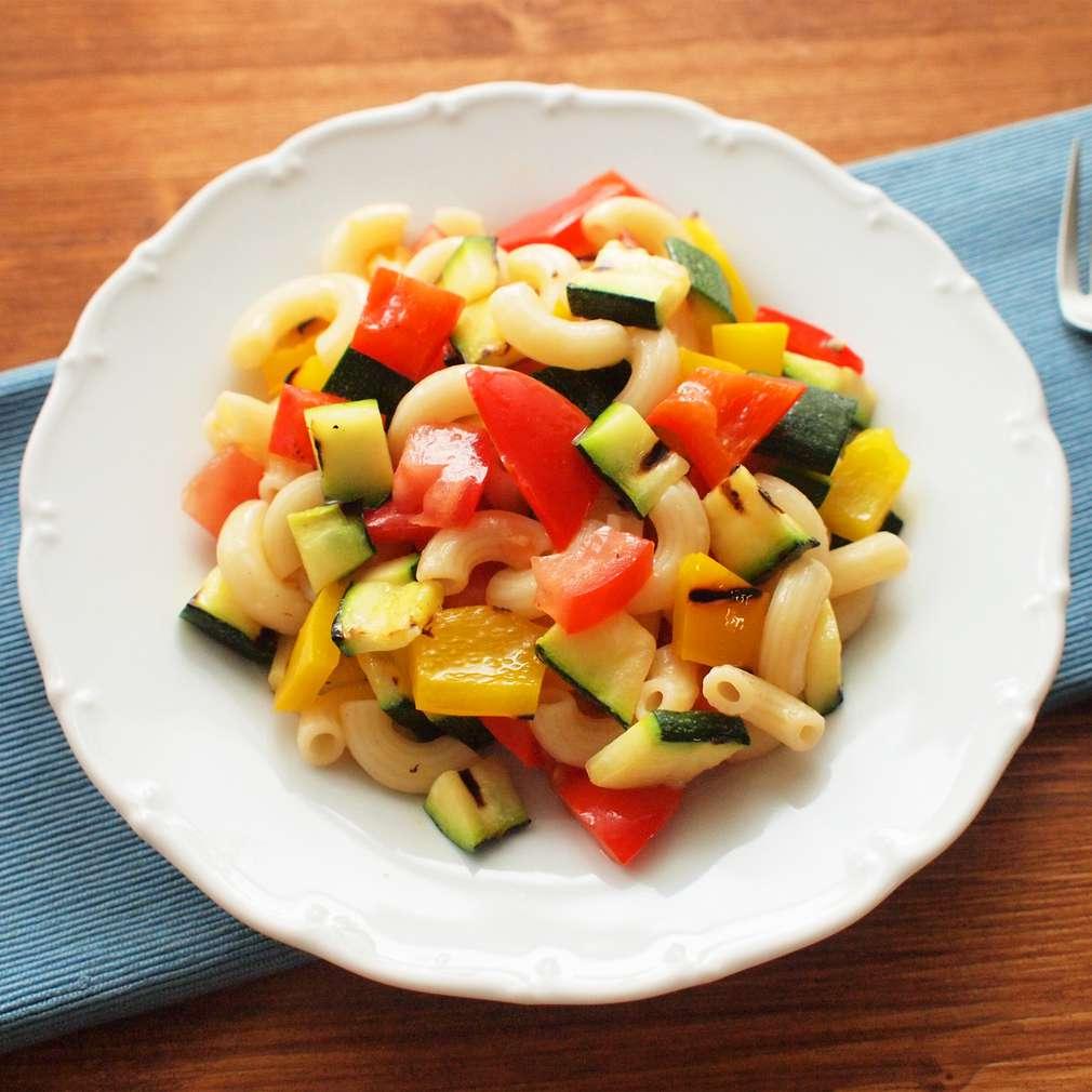 Zobrazit Těstovinový salát s grilovanou zeleninou receptů