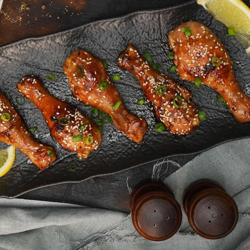 Изобразяване на рецептата Медени пилешки бутчета в соев сос