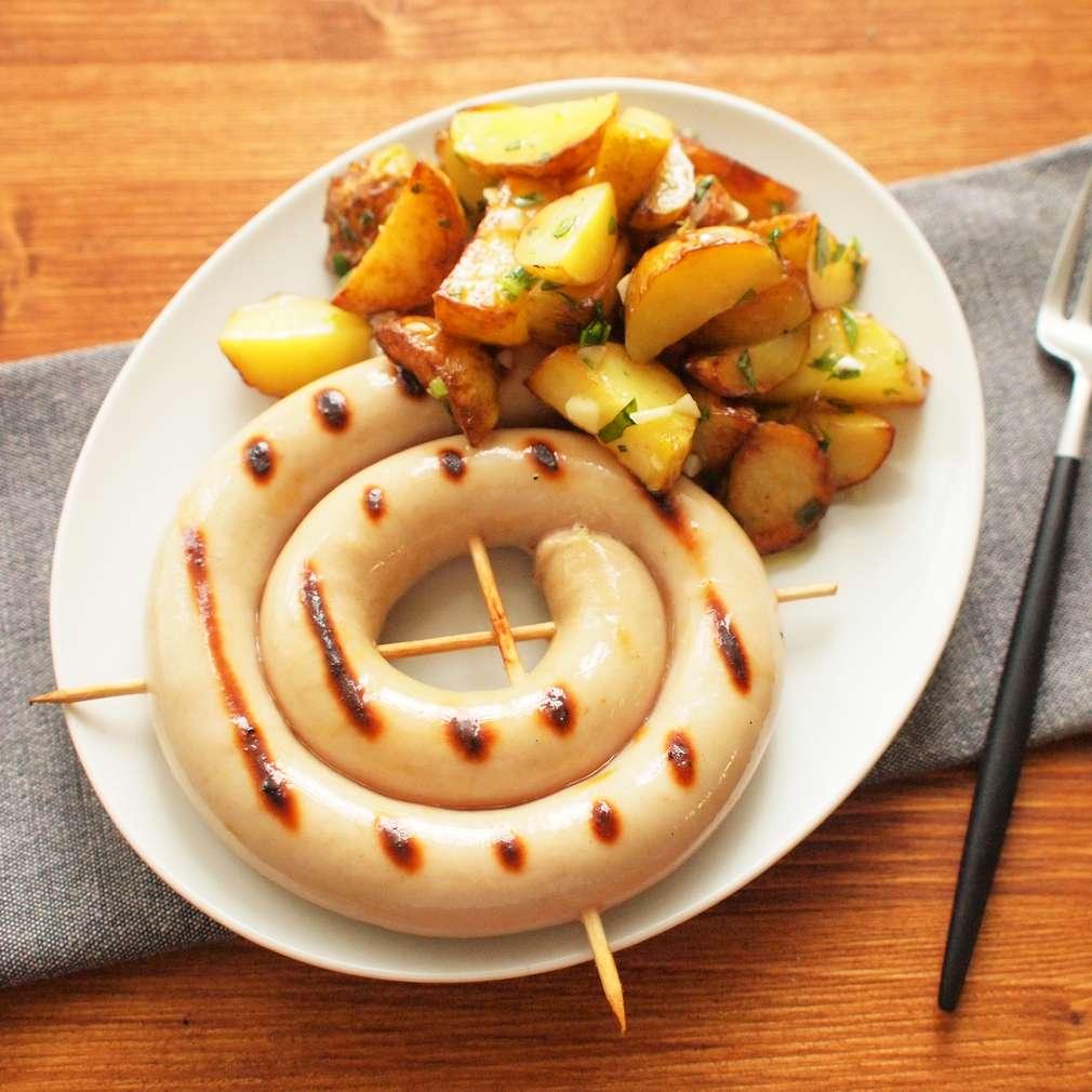 Zobrazit Grilovaná vinná klobása s česnekovými brambůrky receptů