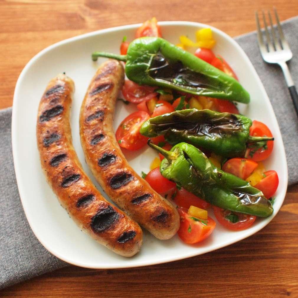 Zobrazit Grilovaná klobása s pálivou paprikou a rajčaty receptů