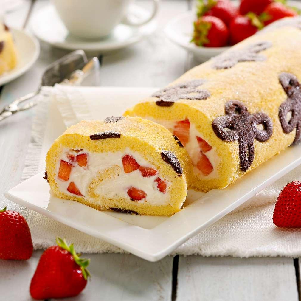 Abbildung des Rezepts Erdbeer-Biskuitrolle