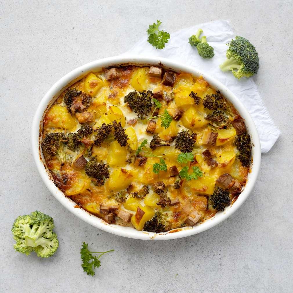 Zobrazit Zapečené brambory se sýrem a brokolicí receptů
