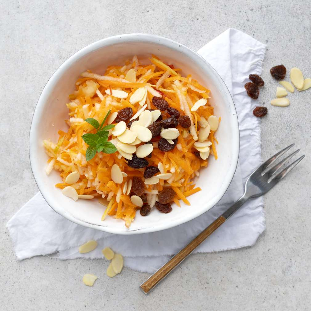 Zobrazit Jablečno-mrkvový salát s rozinkami receptů