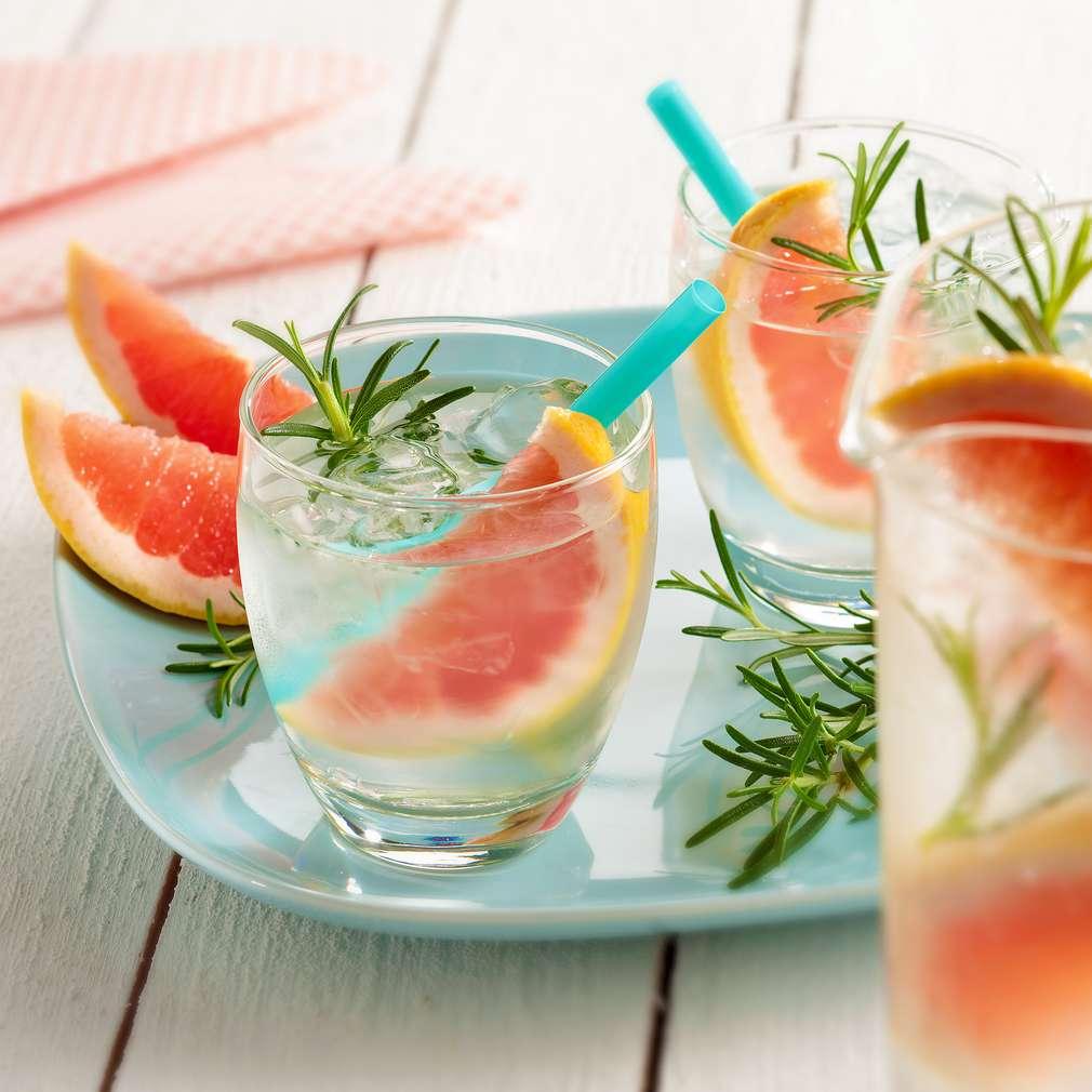 Abbildung des Rezepts Rosmarin-Grapefruit-Wasser