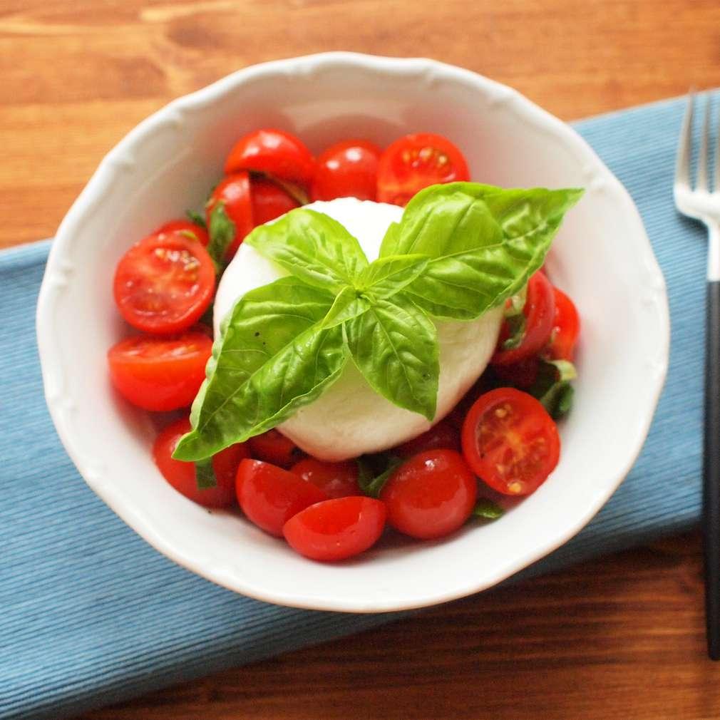 Zobrazit Marinovaná rajčata s mozzarellou receptů