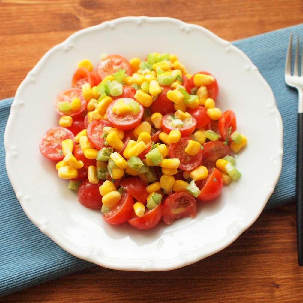 Rajský salát s grilovanou kukuřicí