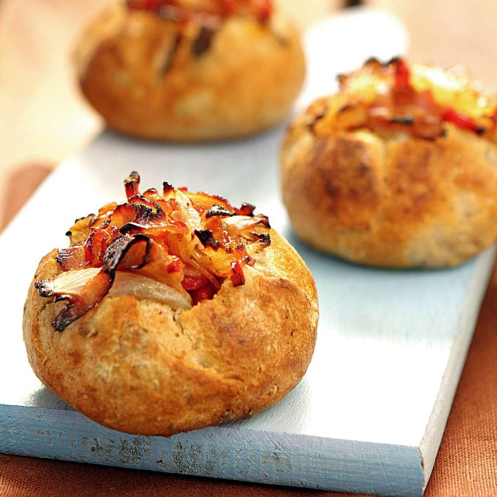 Изобразяване на рецептата Пълнени хлебчета с кайма и бекон