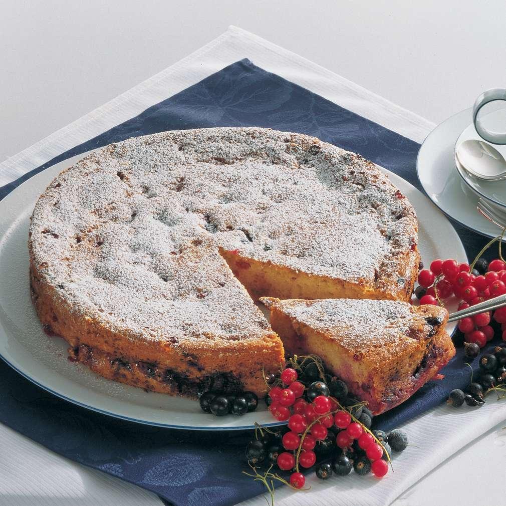 Imaginea rețetei Prăjitură cu brânză de vaci și coacăze