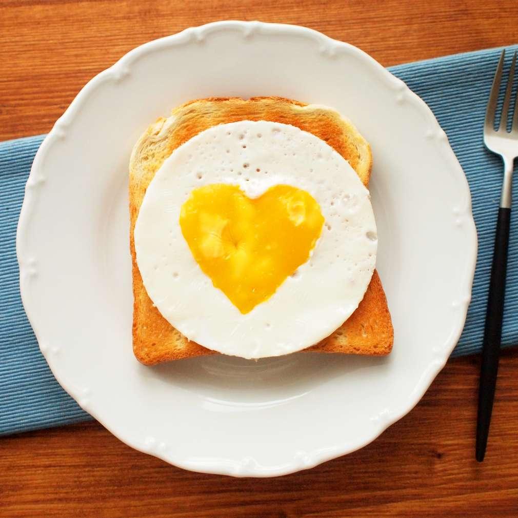 Zobrazit Srdíčkový toast s vejcem receptů