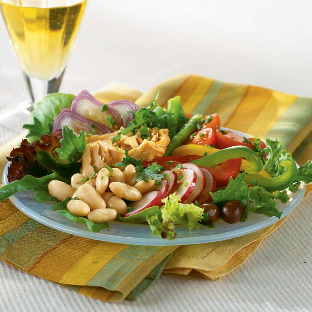 Salată provensală cu ton