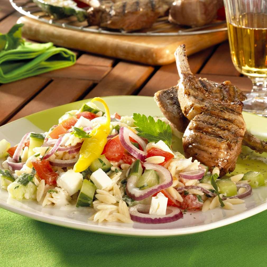 Zobrazit Grilované jehněčí kotletky se salátem Athena receptů