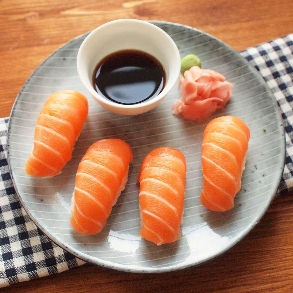 Zobrazit Nigiri sushi s lososem receptů