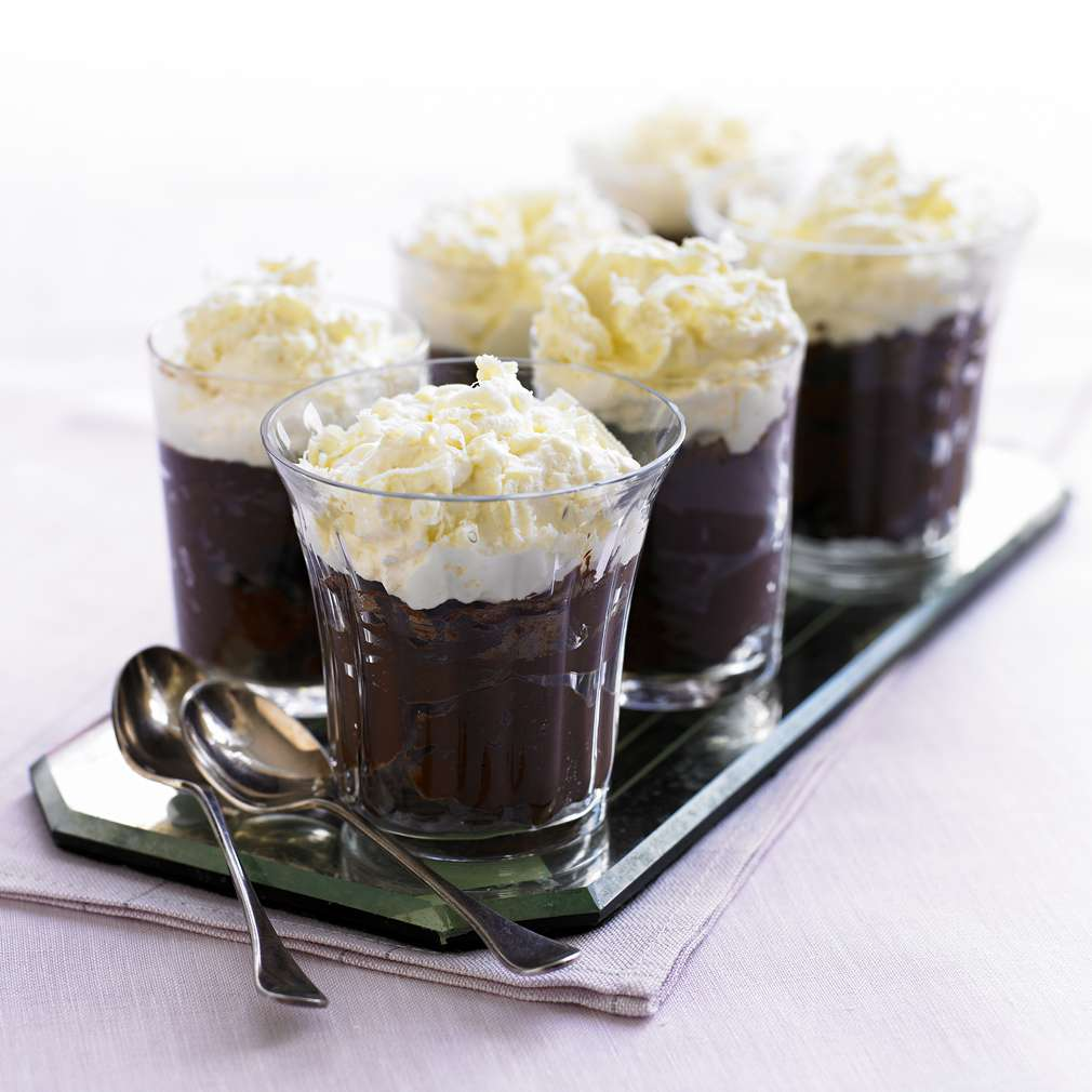 Imaginea rețetei Spumă de ciocolată neagră cu cremă de ciocolată albă