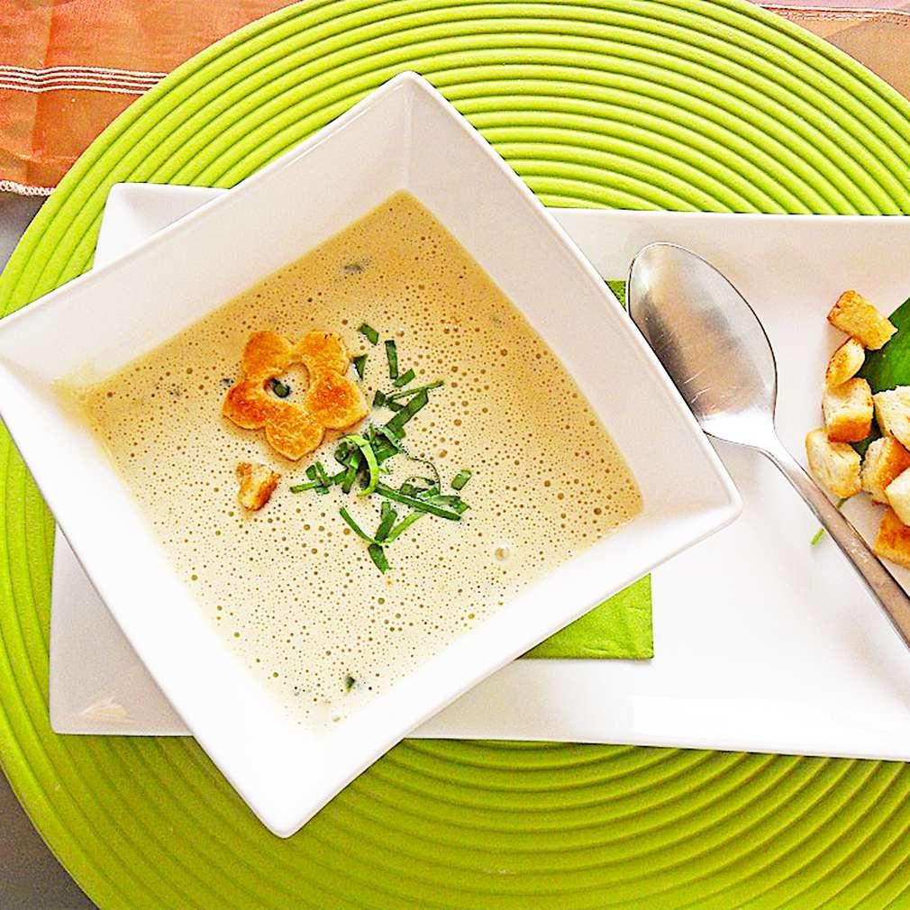 Zobrazit Krémová polévka z medvědího česneku s krutony receptů