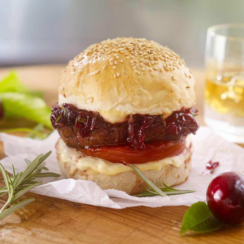 Abbildung des Rezepts Steak-Burger mit Whisky-Kirschen