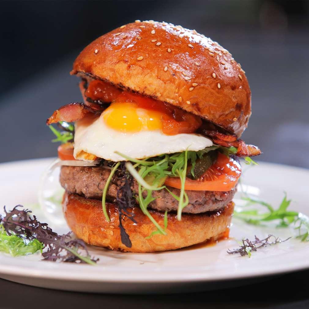 Zobrazit Hovězí burger s domácím kečupem receptů
