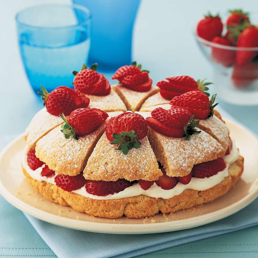 Prăjitură cu căpșune și cremă de mascarpone