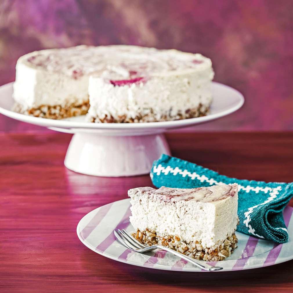 Imaginea rețetei Cheesecake marmorat, cu vanilie și zmeură