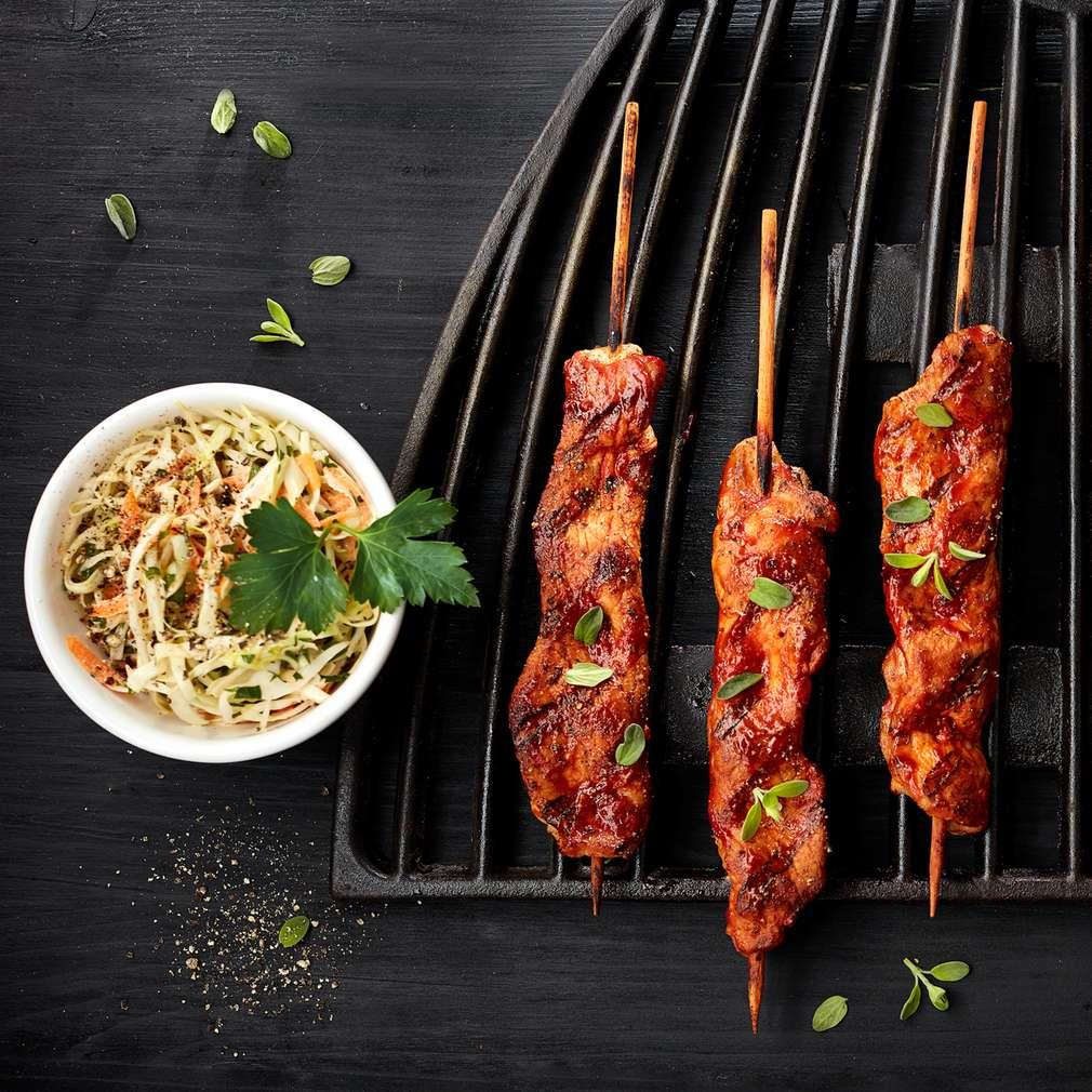 Zdjęcie przepisu Szaszłyki wieprzowe z sosem barbecue i surówką