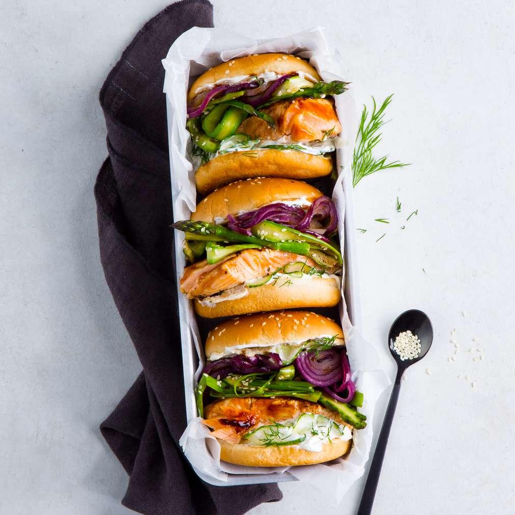 Imaginea rețetei Burger Teriyaki cu somon la grătar