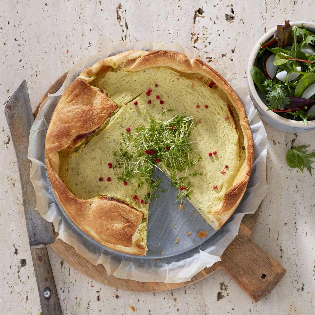Abbildung des Rezepts Kresse-Pie mit Frühlingssalat