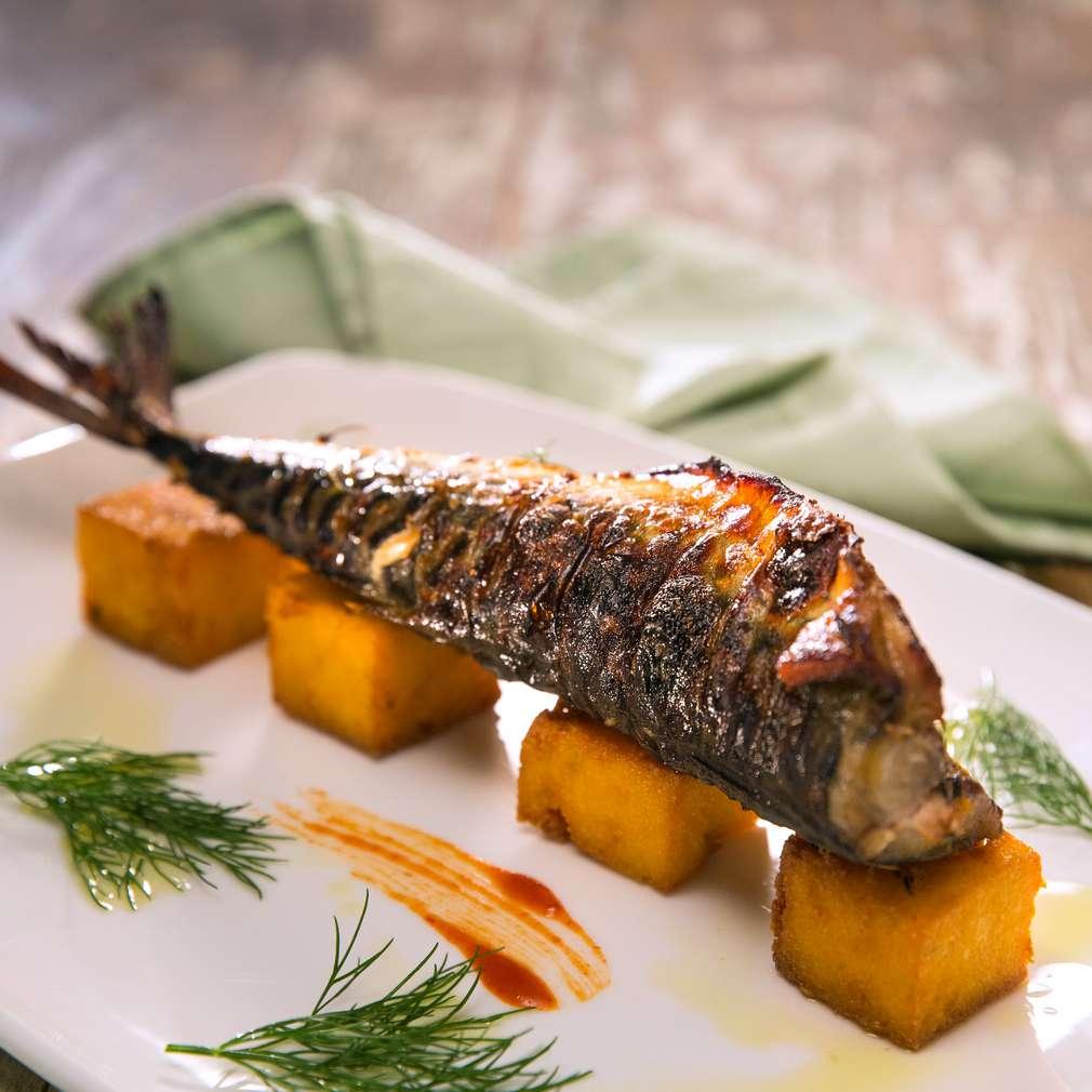 Изобразяване на рецептата Скумрия на скара с пържен качамак