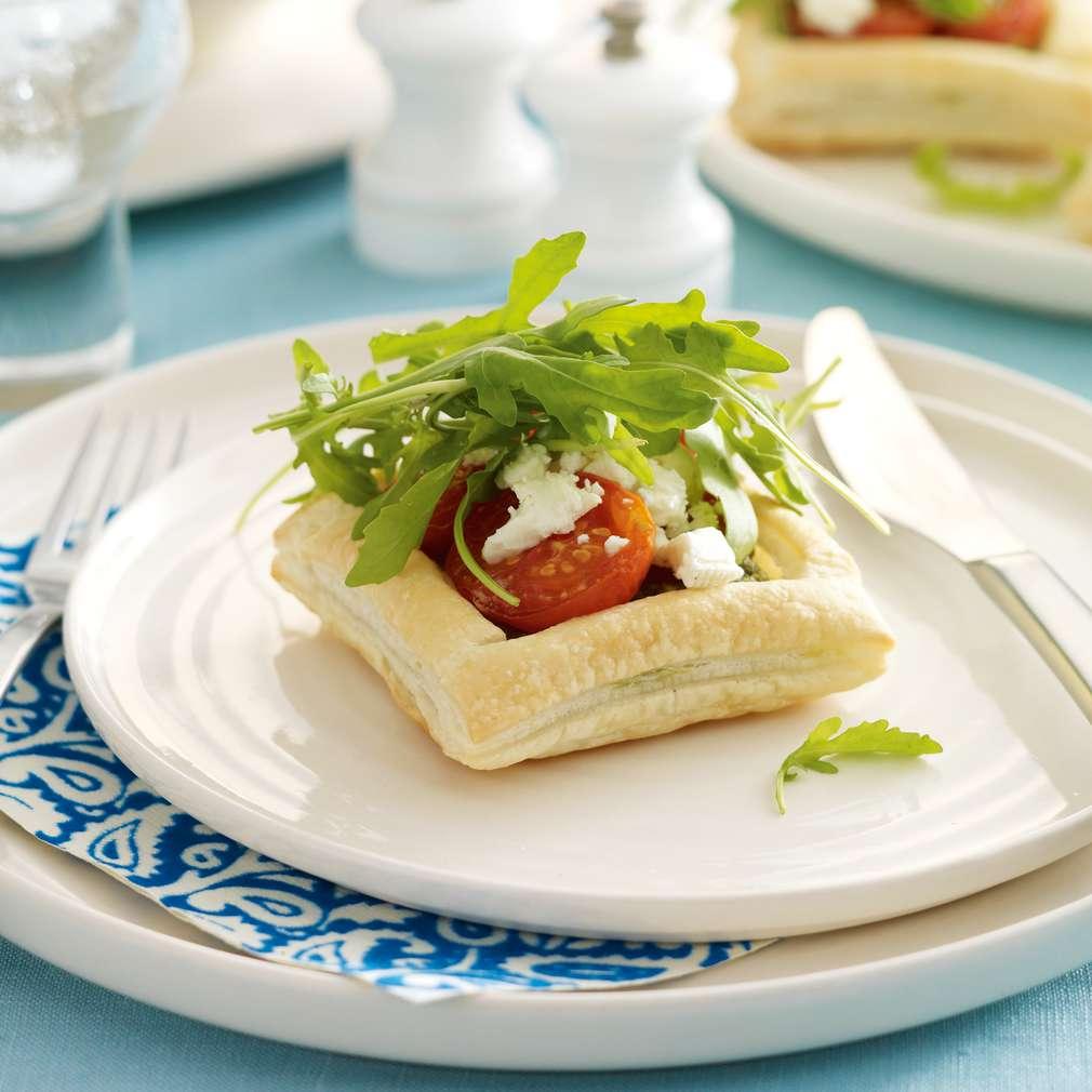 Imaginea rețetei Tarte cu brânză, pesto și roșii