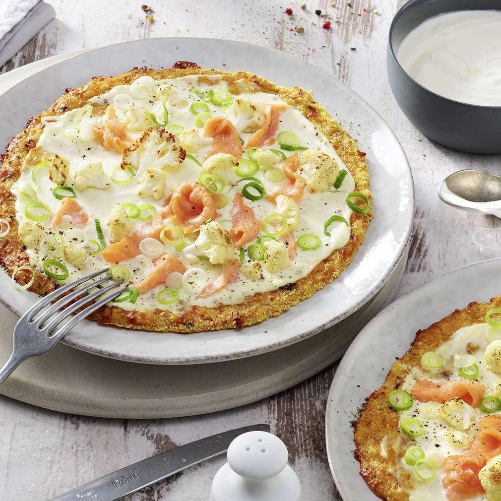 Imaginea rețetei Pizza cu conopidă și somon