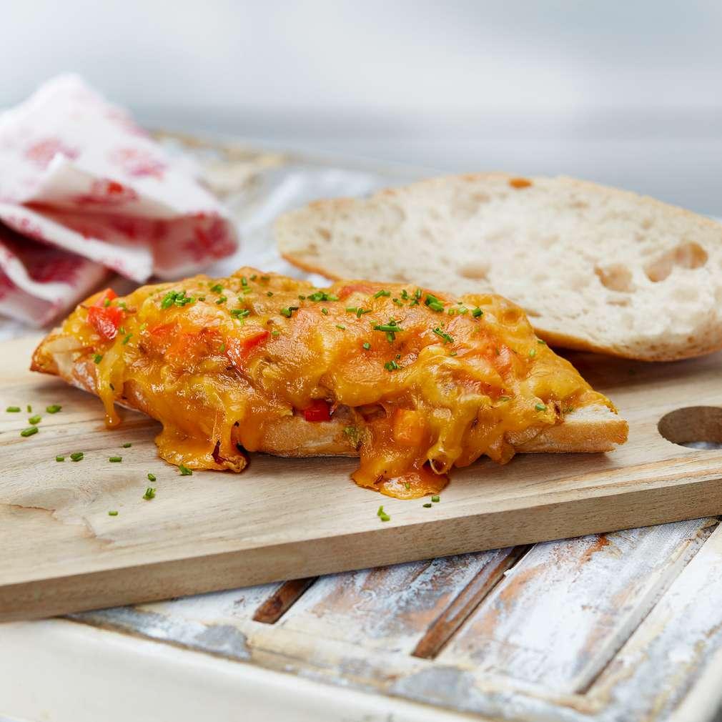 Abbildung des Rezepts Baguette mit gebratenem Spitzkohl und Cheddar