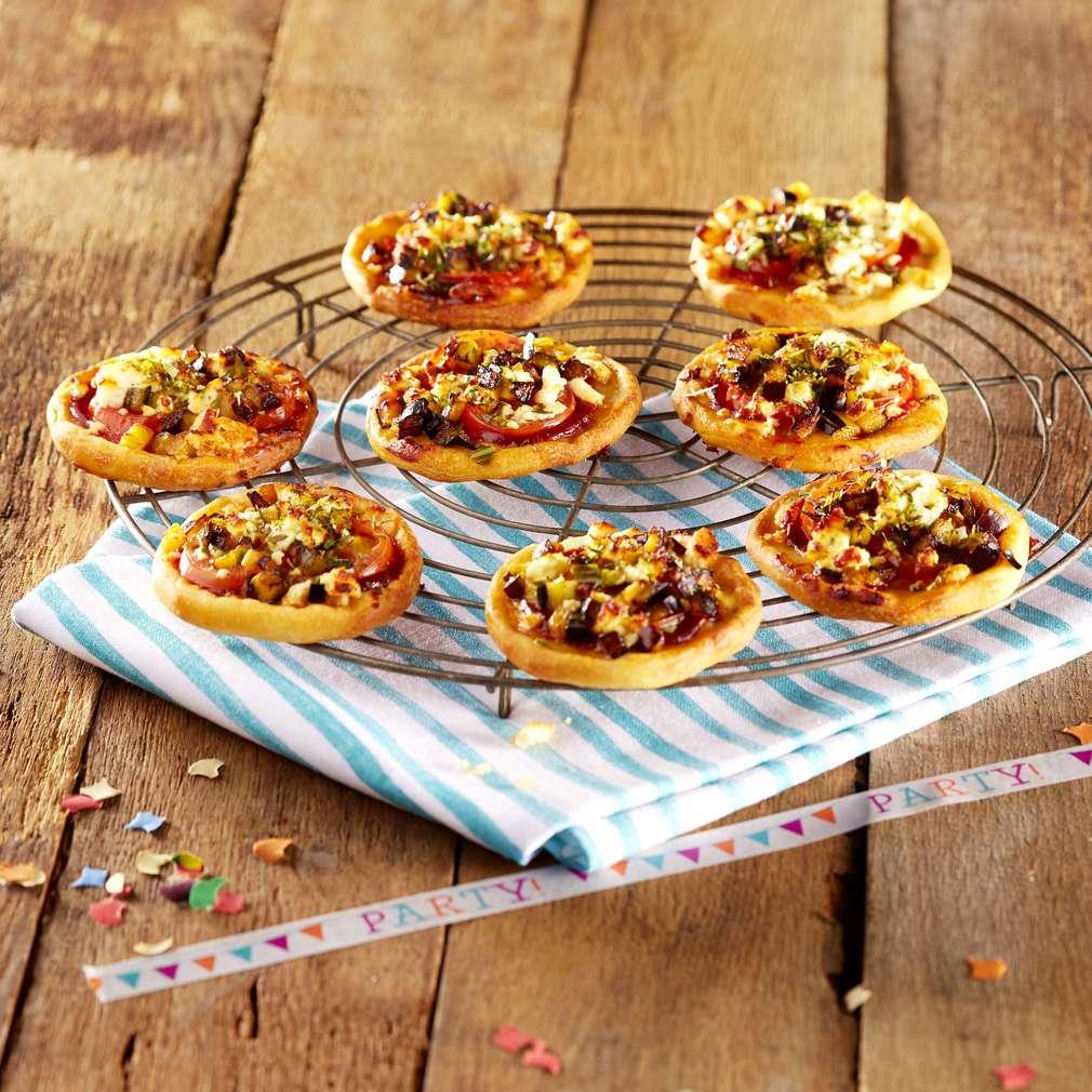 Abbildung des Rezepts Minipizza mit Aubergine und Schafskäse