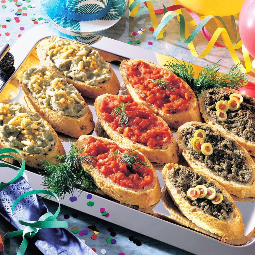 Zobrazit Chlebíčky s triem pikantních pomazánek receptů