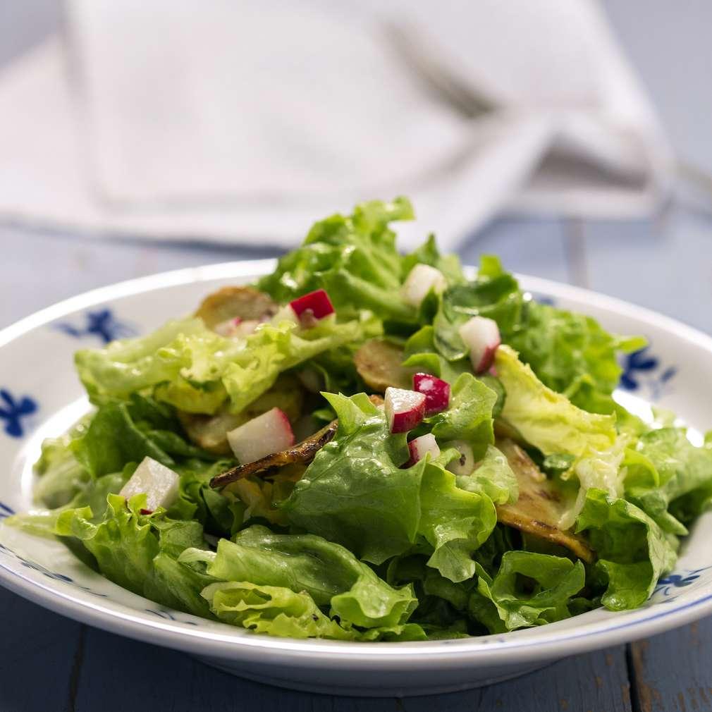 Изобразяване на рецептата Зелена салата с репички и картофи