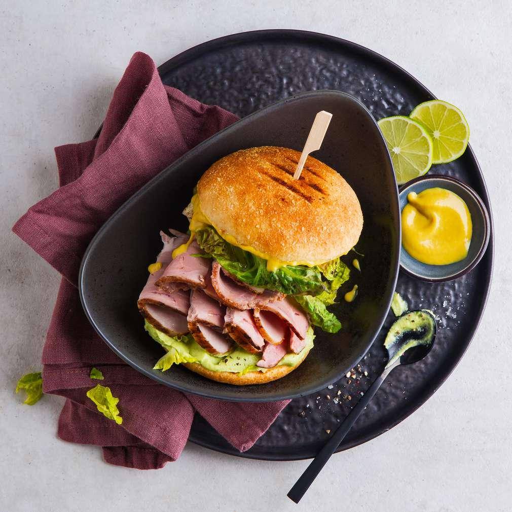 Abbildung des Rezepts Schweinebratenburger mit Honig-Senf-Marinade